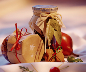 Win 1 of 3 Christmas Hampers from Glanmore Foods