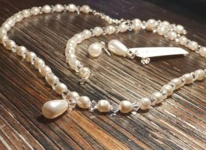 Win Alice Swarovski Teardrop Ecru Pearl and Crystal Necklace, Bracelet and Earrings Set