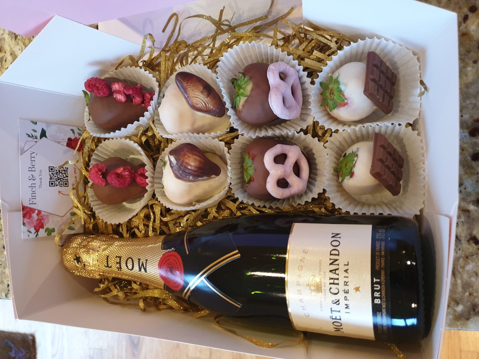 Win an Irish Handcrafted Bubbles and Berries hamper from Finch and Berry